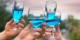 Блакитне вино: поки одні придивляються, інші вже активно купують